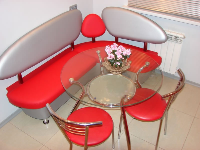 Кухонные уголки со столом и стульями