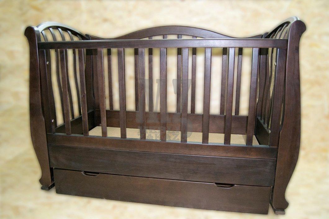 Кроватка из массива дерева для новорожденного